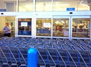 Wal-Mart in Ferguson 1 - Photo from Alex Wroblewski on Twitter