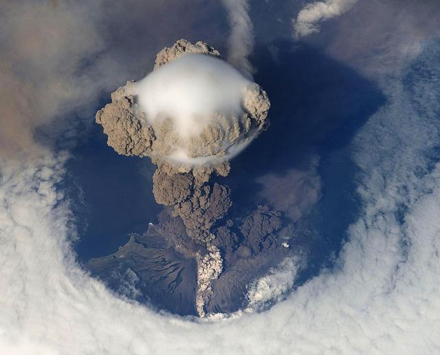 http://theeconomiccollapseblog.com/wp-content/uploads/2014/09/Volcanic-Eruption-Public-Domain.jpg