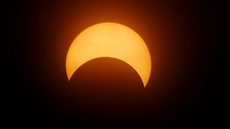 Dow Falls 274 Points as 'Eclipse Fever' Hits the Financial Markets