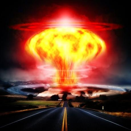 Explosão nuclear - Domínio Público